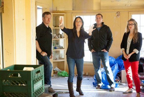 Chip-Joanna-Clint-and-Kelly-on-Fixer-Upper[1]